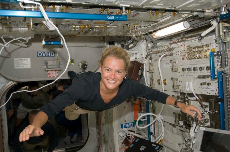 Kanadyjska astronautka Julie Payette na pokładzie ISS. 17 lipca 2009 roku. Fot. NASA