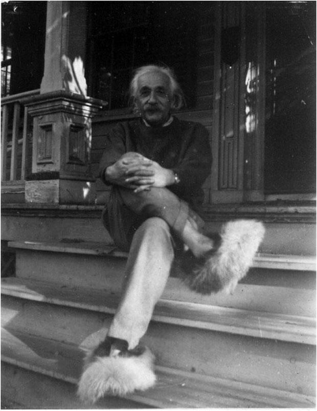 Albert Einstein w wyjątkowych kapciach