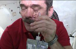 Jak się płacze w kosmosie?