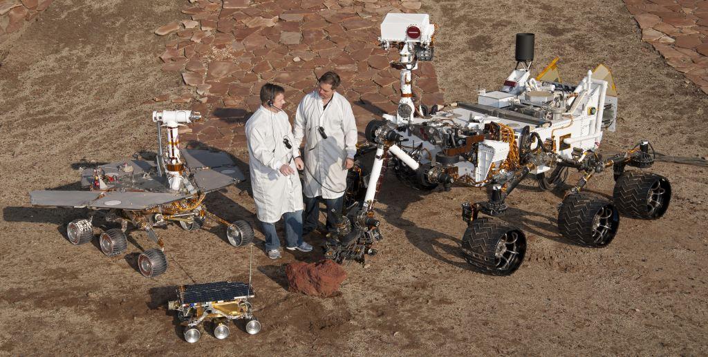 Łaziki marsjańskie Sojourner, Spirit/Opportunity i Curiosity pokazane w skali