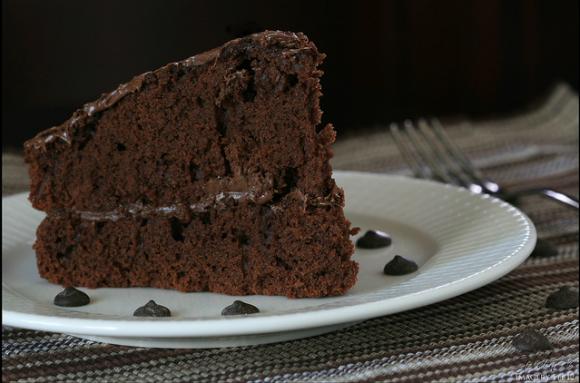 Kawałek tortu czekoladowego o wadze 170 g to około 650 kcal