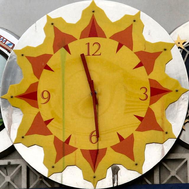 Dlaczego wskazówki zegara chodzą w prawo? Fot. Brian Snelson