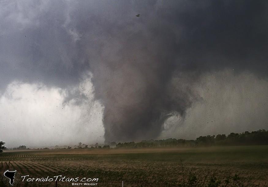 Tornado w hrabstwie Shawnee w stanie Oklahoma, 19 maja 2013.  Fot. Brett Wright z organizacji TornadoTitans.com