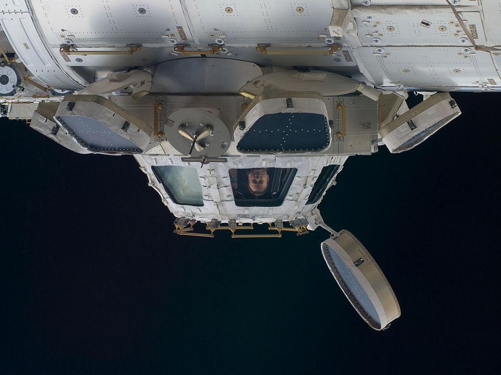 Cupola widziana z zewnątrz Międzynarodowej Stacji Kosmicznej. fot. NASA