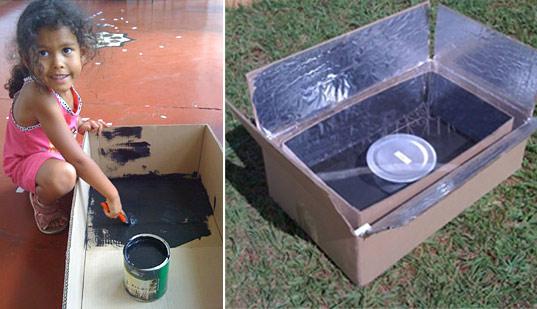 Piecyk solarny Kyoto Box zrobiony jest z kartonu i folii aluminiowej.