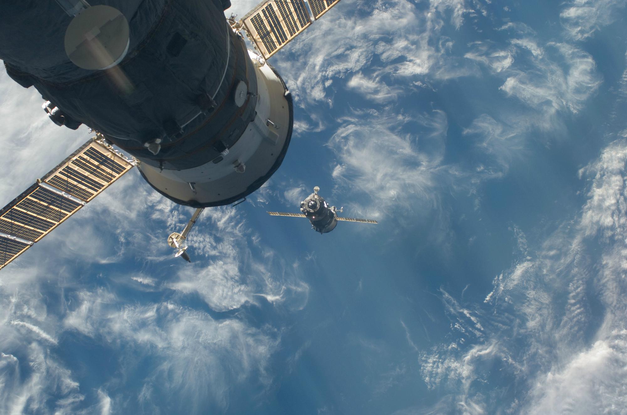 Przelot Sojuzem na Międzynarodową Stację Kosmiczną trwa krócej niż podróż pociągiem z Warszawy do Zakopanego. Fot. Wikipedia