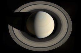 Saturn na superzdjęciu