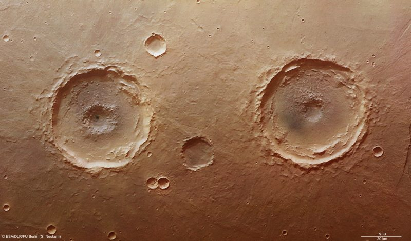 Dwa 50-kilometrowe kratery na Marsie