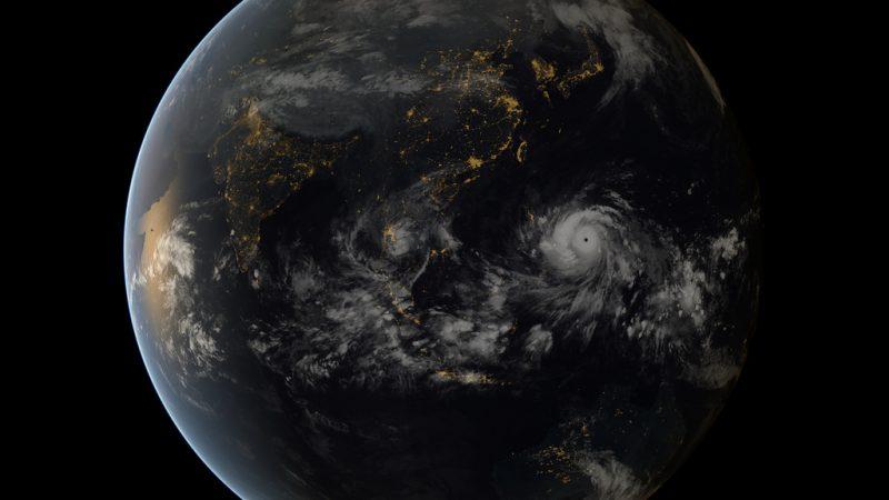 Tajfun Haiyan t najsilniejszy tajfun w historii pomiarów meteorologicznych. Fot. EUMETSAT