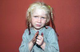 Maria - dziewczynka odebrana w Grecji parze Romów.