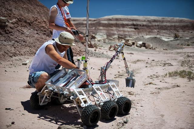 Legendary Rover – łazik zbudowany przez studentów Politechniki Rzeszowskiej podczas University Rover Challenge 2013 w USA.  Fot. Tim Serge