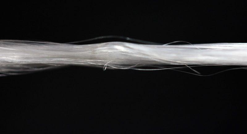 Włókno uzyskane z pajęczych nici. Fot. AMSilk