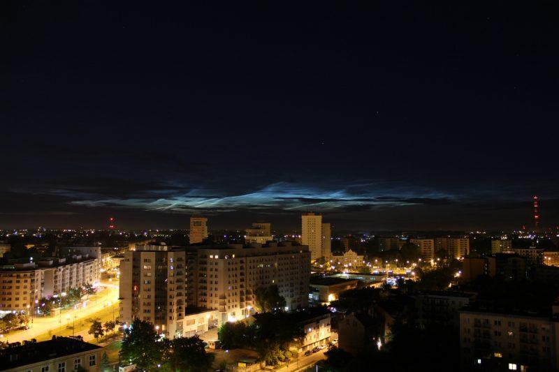 Obłoki srebrzyste nad Warszawą. Fot. Maciej Kruszyński