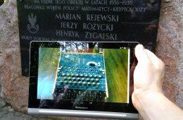 Tablica upamiętniająca polskich matematyków wraz ze zdjęciem Enigmy. Fot. Crazy Nauka