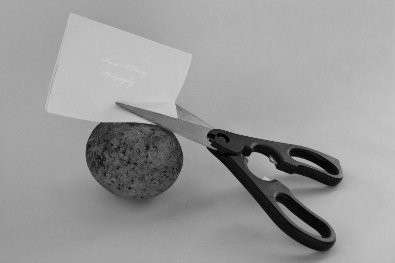 Kamień, papier, nożyce.  Fot. David Pacey