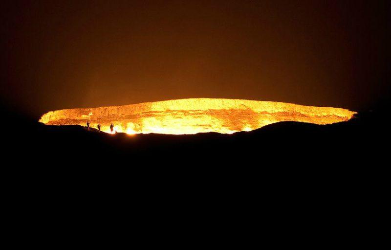Wrota Piekieł w Turkmenistanie, czyli płonące złoże gazu ziemnego. Fot. Brian Shrader/Flickr
