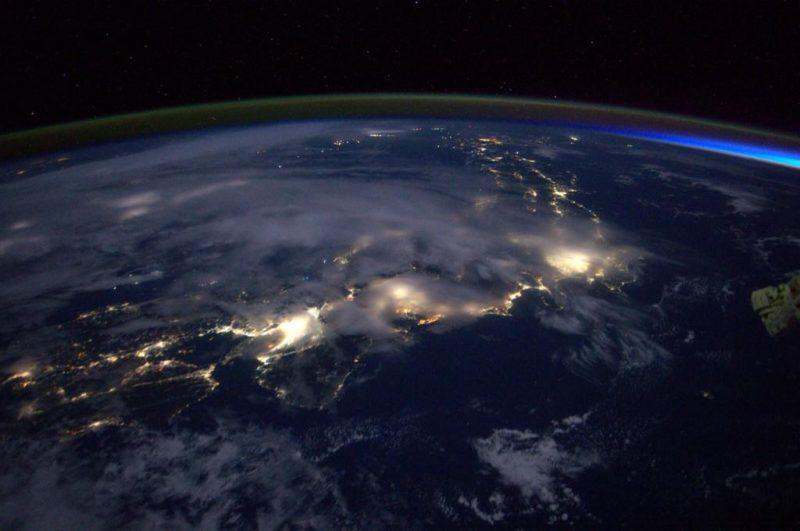 Japonia o świcie. Fot. Reid Wiseman/NASA