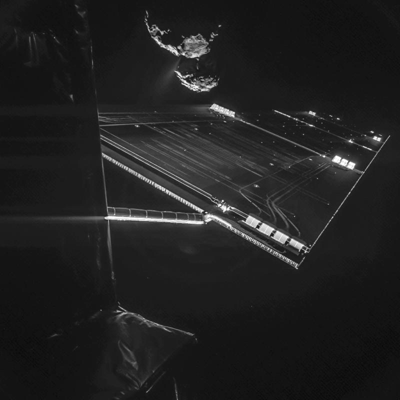 Selfie sondy Rosetta z kometą 67P/Czuriumow-Gierasimienko w tle, wykonane z odległości zaledwie 16 km. Fot. ESA/Rosetta/Philae/CIVA