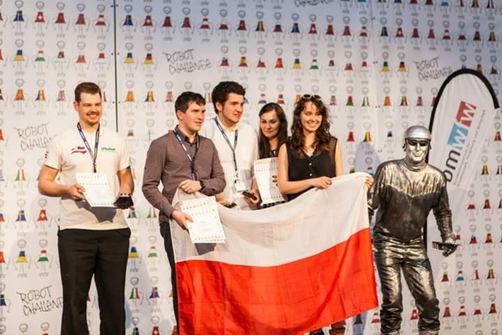 Podium w kategorii minisumo podczas zawodów RobotChallenge w Wiedniu. Fot. forbot.pl