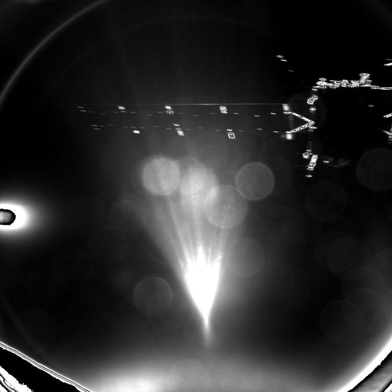 Rosetta widziana z oddalającego się Philae. Fot. ESA