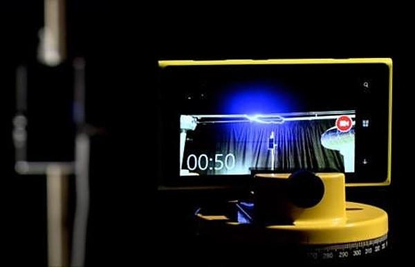 Inzynierowie Nokii naładowali baterię za pomocą... pioruna. Fot. Nokia