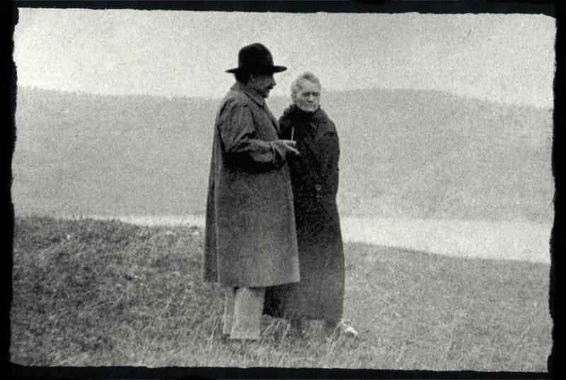 Maria Skłodowska-Curie i Albert Einstein nad Jeziorem Genewskim