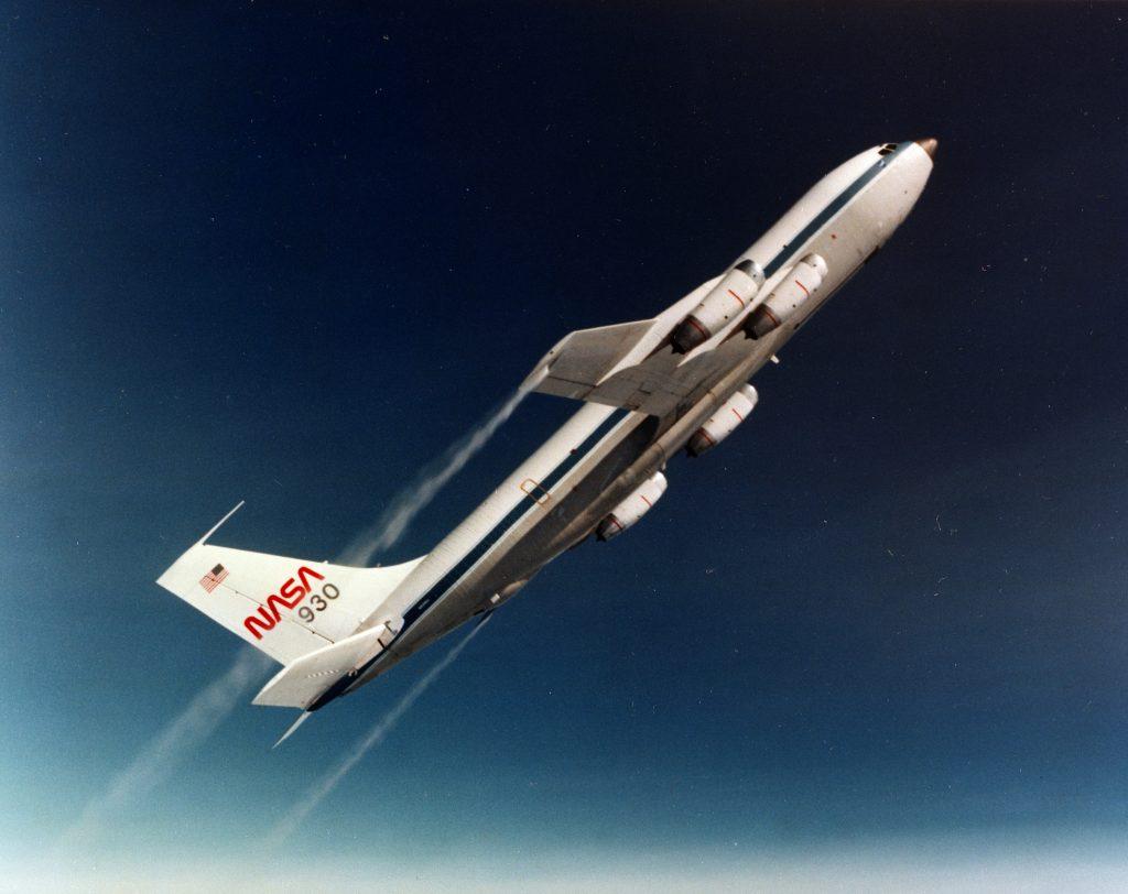 Samolot podczas lotu parabolicznego. Fot. NASA