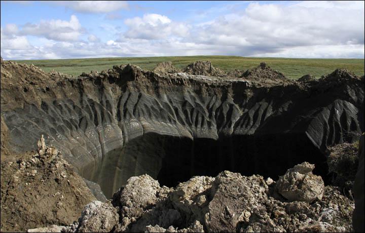 Największa dziura na Syberii odkryta w 2014 roku. Fot Maria Zulinowa, dział prasowy Jamalsko-Nienieckiego Okręgu Autonomicznego