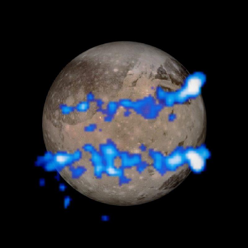 Dwa pasma zorzy na Ganimedesie. Rys.  NASA, ESA, J. Saur (University of Cologne, Germany)