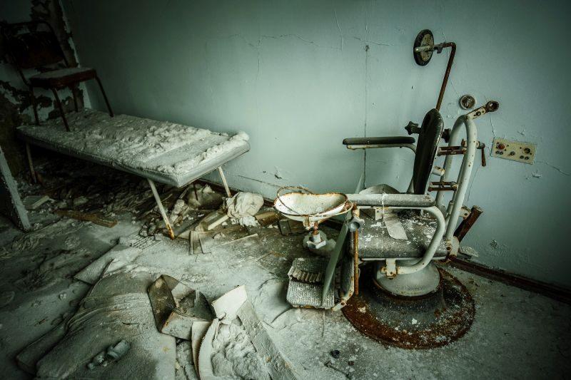 Opuszczony szpital w Prypeci. Fot. Adam Tuchliński