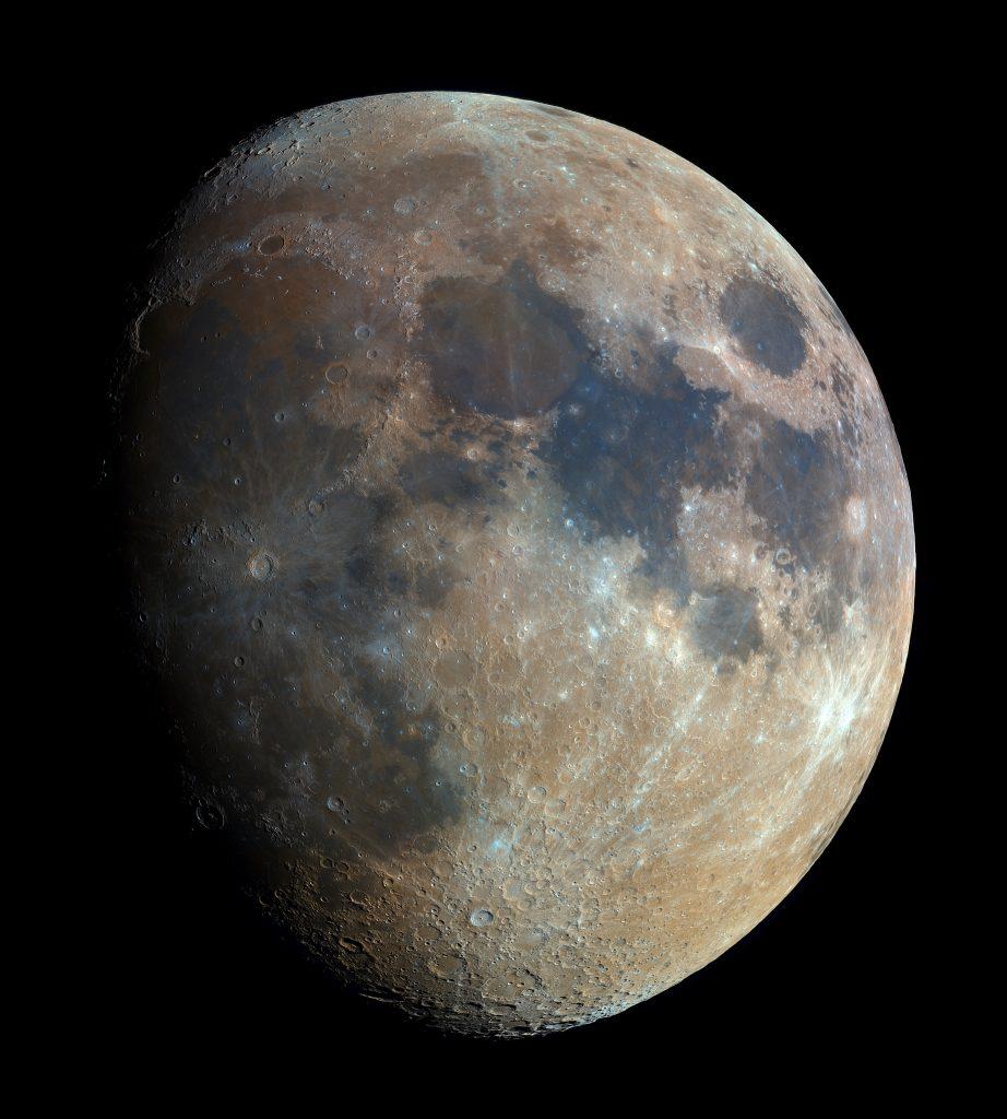 Księżyc w wysokiej rozdzielczości. Fot. Bartosz Wojczyński (Autorowi dziękujemy za zgodę na publikację tego zdjęcia!)