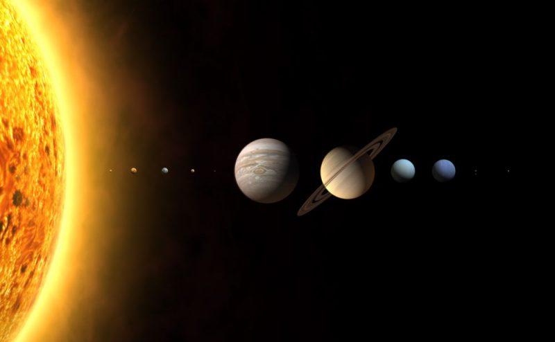Układ Słoneczny - proporcje rozmiarów planet są prawidłowe, odległości między planetami - nie. Rys. WP/Wikimedia