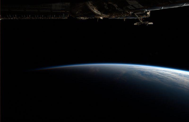 Prawdziwy widok Ziemi z orbity. Fot. NASA