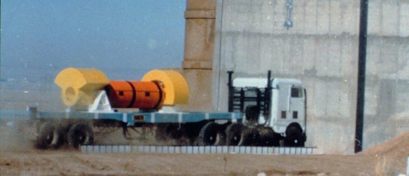Testy pojemnika służącego do transportu odpadów radioaktywnych. Fot. Nuclear Regulatory Commission