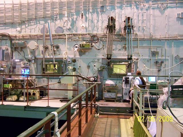 Pomost reaktora Maria. Źródło: © Narodowe Centrum Badań Jądrowych