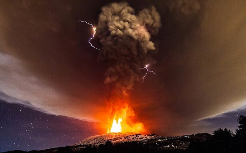 Erupcja Etny 3 grunia 2015 roku. Fot. aba tada/Youtube
