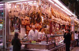 W jelicie fana surowej wołowiny znaleziono sześciometrowego tasiemca