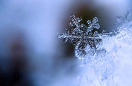 Dlaczego płatki śniegu mają sześciokątny kształt?