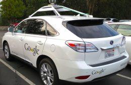 Autonomiczny samochód Google uderzył w autobus