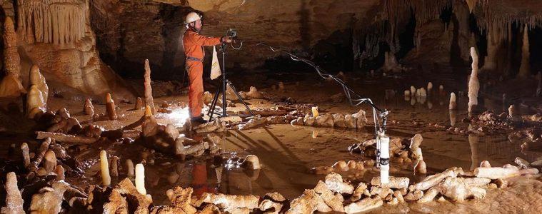 Tajemniczy krąg zbudowany przez neandertalczyków. Fot. Etienne Fabre/SSAC