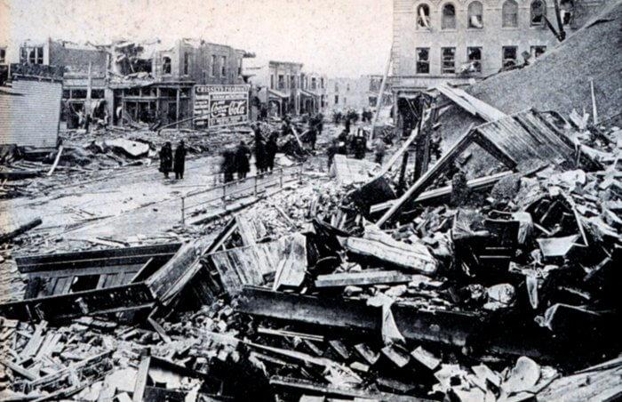 Skutki tornada w Omaha w 1913 roku. Źródło: NOAA Photo Library