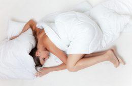 Sześć godzin snu jest tak samo szkodliwe jak brak snu