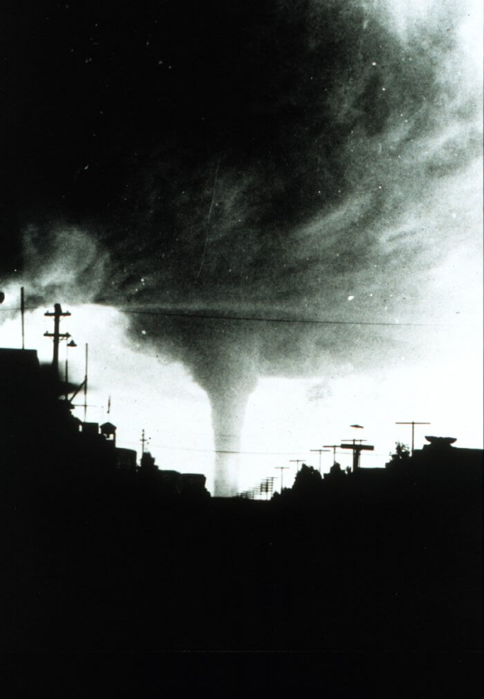Vulcan w stanie Alberta, Kanada, 8 lipca 1927. Źródło: NOAA Photo Library