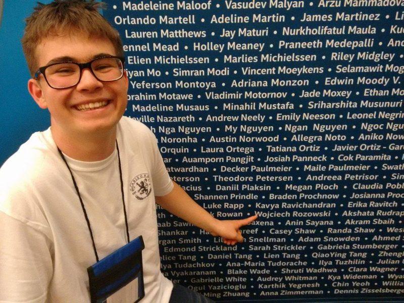 Wojtek Różowski podczas konkursu INTEL ISEF w Phoenix w USA. Źródło: materiały prasowe