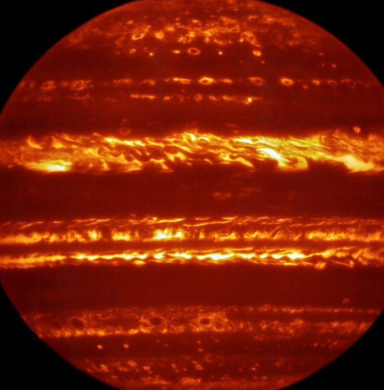 Zdjęcie Jowisza w podczerwieni. Fot. ESA. [KLIKNIJ BY POWIĘKSZYĆ]