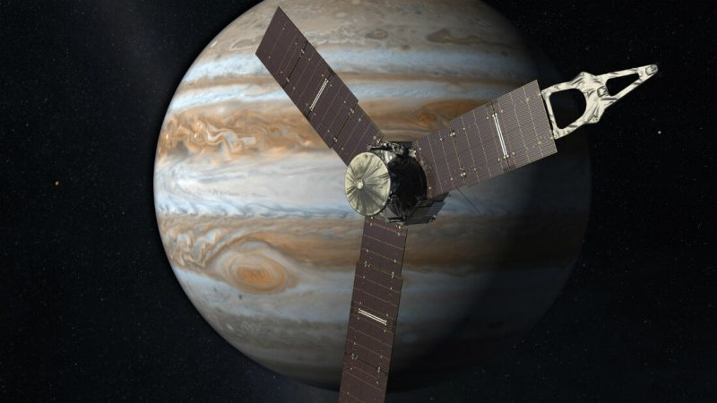 Sonda Juno dociera do Jowisza. Ilustracja: NASA/JPL-Caltech