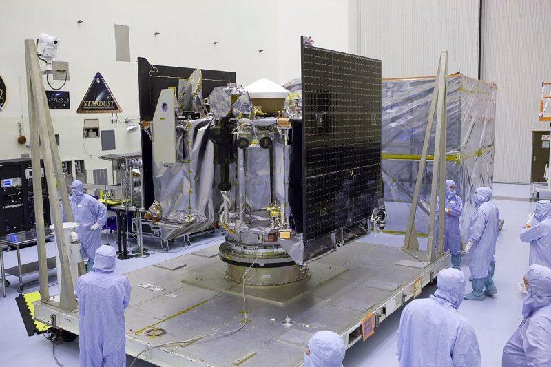 1200px-OSIRIS-REx_Spacecraft_Prepared_for_Mission