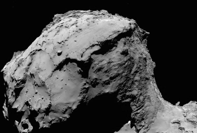 Kometa 76P/Czuriumow-Gierasimienko widziana z odległości 15,5 km. Źródło: ESA/Rosetta/MPS for OSIRIS Team MPS/UPD/LAM/IAA/SSO/INTA/UPM/DASP/IDA
