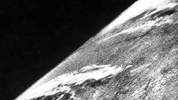 Pierwsze zdjęcie wykonane z kosmosu. Fot. White Sands Missile Range/Applied Physics Laboratory