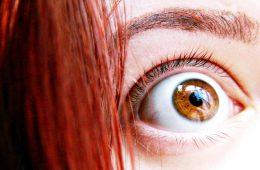 Dlaczego strach ma wielkie oczy? To określenie naprawdę ma sens